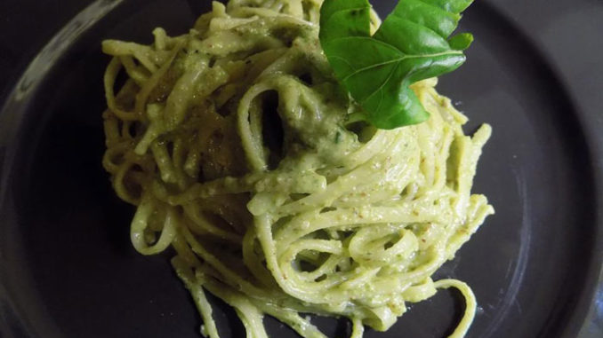 bucatini al pesto