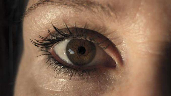 occhi gonfi al mattino, occhiaie e borse